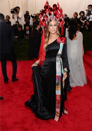 "Sarah Jessica Parker arrives at The Metropolitan Museum of Art's Costume Institute benefit gala celebrating ""China: Through the Looking Glass"" on Monday, May 4, 2015, in New York. (Photo by Charles Sykes/Invision/AP)"