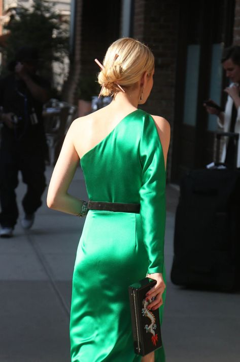 emma-roberts-at-met-gala-2015-in-new-york_8